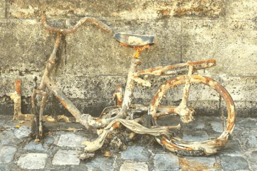 old rusty bike against a wall